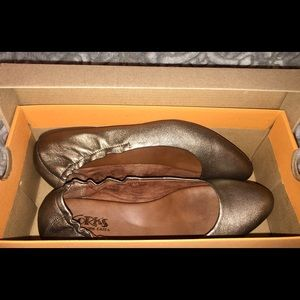 NWT Korks bronze 'Julie' style flats in box 7.5